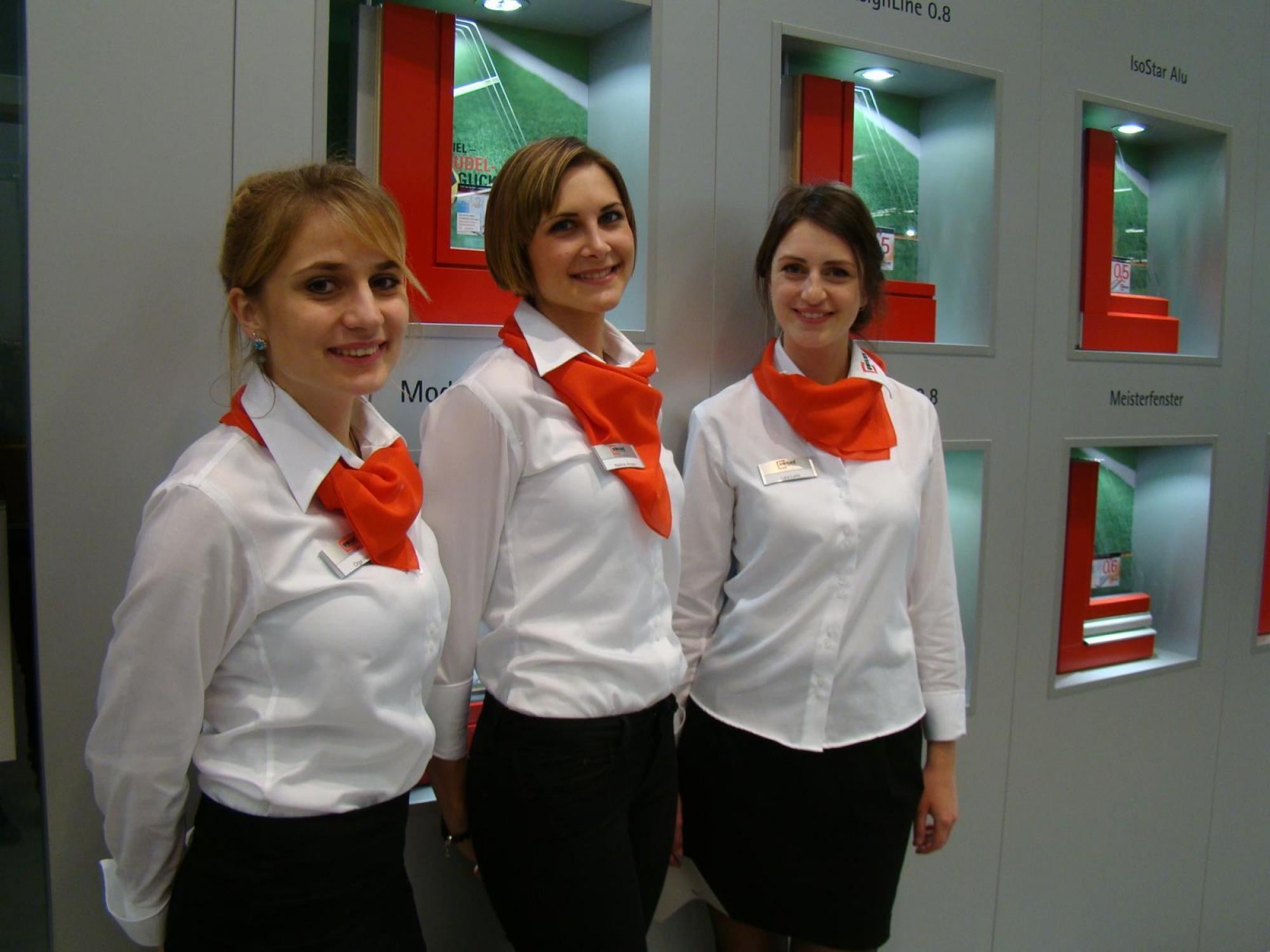 Unilux Fenster und Türen mit unserem mehrsprachigem Hostessen-Team.