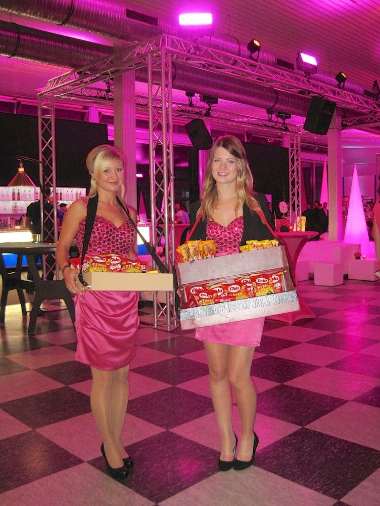 Begrüßung der Gäste im Candy-Shop.